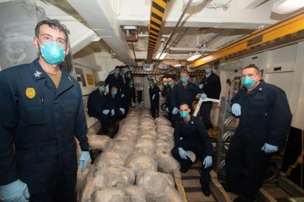 هذا ما وجدته القوات الأمريكية على متن زورق قبالة السواحل اليمنية