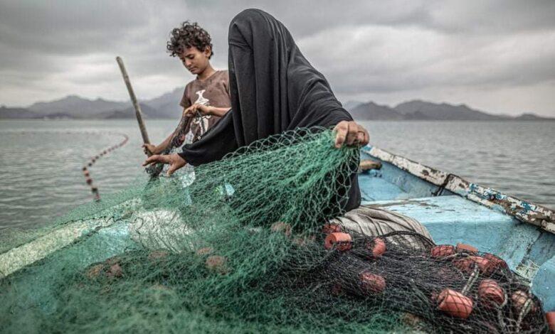 صورة امرأة يمنية في عرض البحر تفوز بجائزة عالمية
