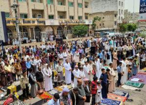 بالصور .. استمرار التظاهرات والاحتجاجات الشعبية المطالبة برحيل الفاسدين في تعز